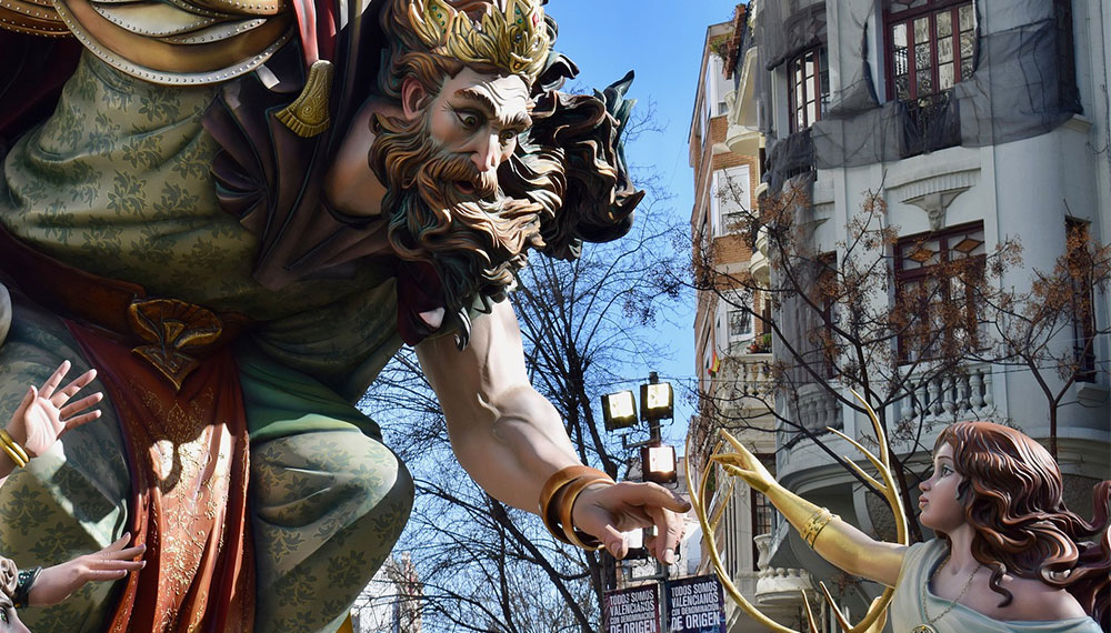 LUCA Tourism: Getting to Know the Las Fallas Tourists