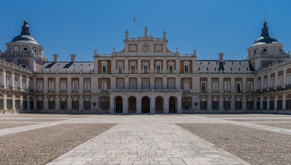 LUCA Tourism: Analysing Visitors at the Royal Palace in Madrid